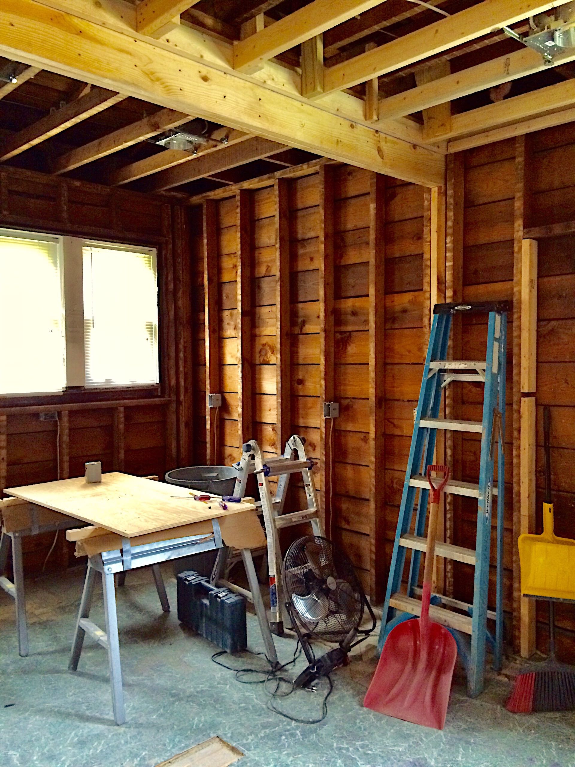 a-kitchen-in-a-very-old-home-is-completely-gutted-to-make-way-for-a-more-modern-look-this-is-the-end_t20_4JGv1X Example Project 1